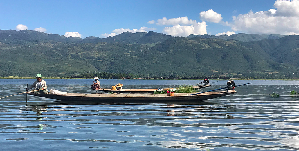 Inle lake boats.png